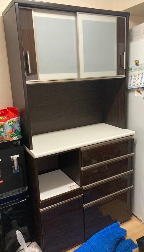 今回は、東村山市にて 食器棚 ニトリ ポスティア 100KBDBR ソフトクローズ付き 中央モイスあり を出張買取致しました