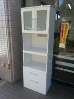 八王子店にて食器棚を店頭買取いたしました。