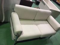 稲城市にてイノベーターのソファを出張買取いたしました。