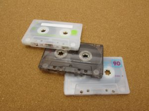 3つ並んだカセットテープ