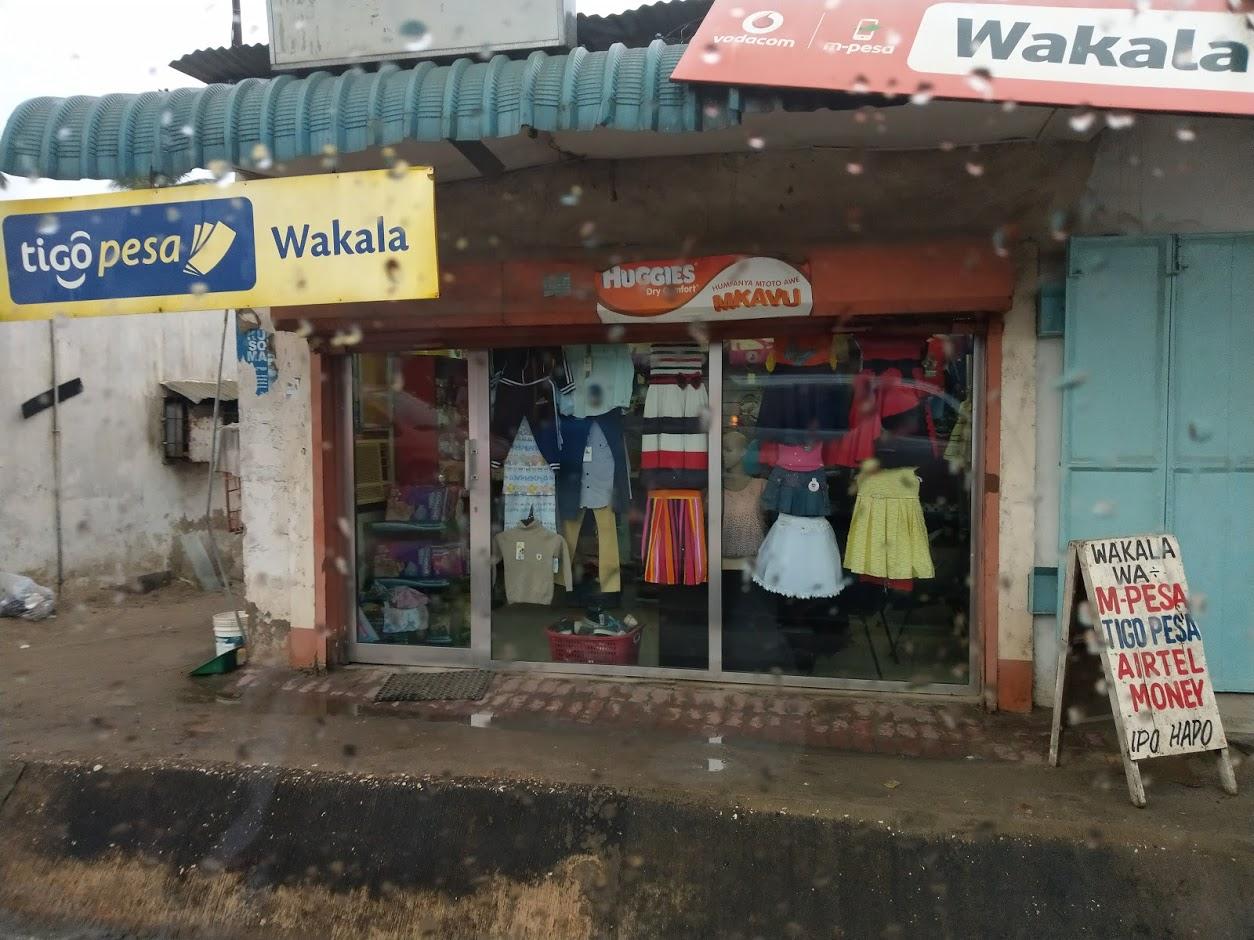 タンザニア 子供服のお店