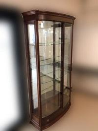 世田谷区にて ガラスショーケース 飾り棚 を出張買取しました