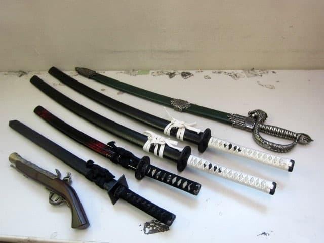 京都府より コスプレ用 模造刀 6点まとめ (刀5点・銃1点)  を宅配買取しました
