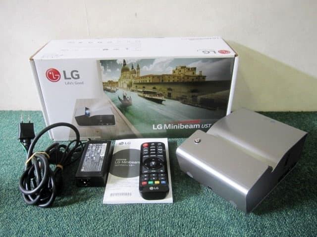 東京都 世田谷区にて LG 超短焦点 ホームプロジェクター PH450UG を店頭買取しました