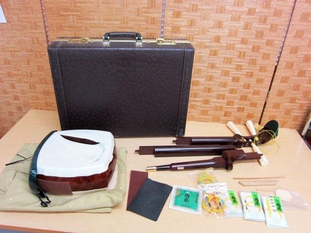 八王子市にて 紅木 金ホゾ 綾杉彫り 三味線本体 ケース付き を出張買取しました