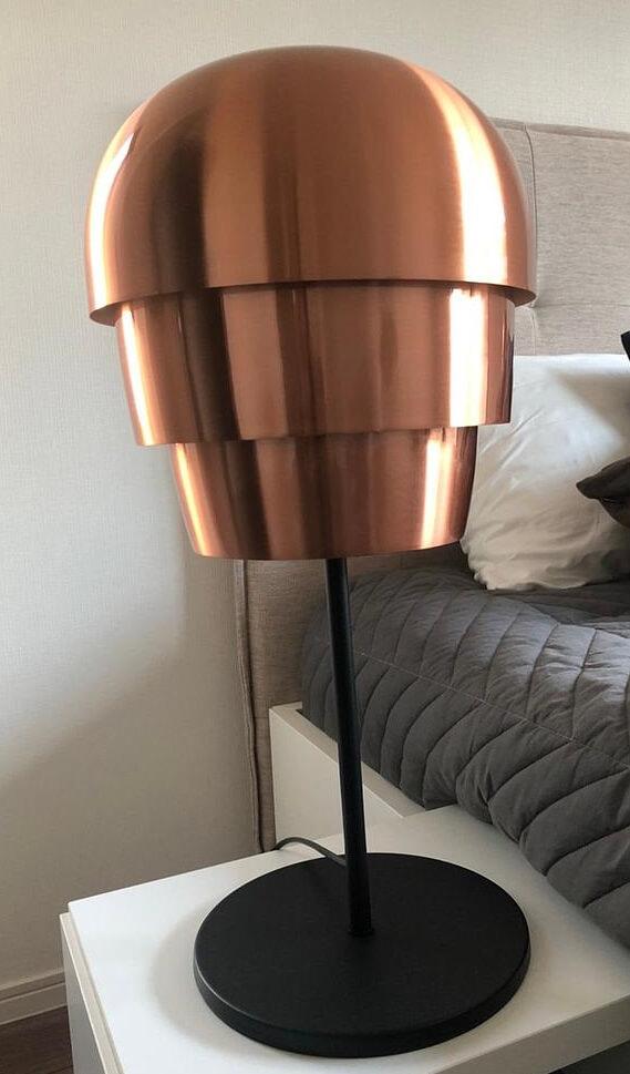 ボーコンセプト PINE CONE テーブルランプ