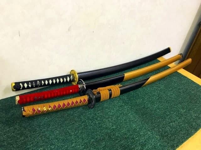 大和市にて 模造刀 圧切長谷部 藤鮫/赤鮫  他 3点まとめ を店頭買取しました