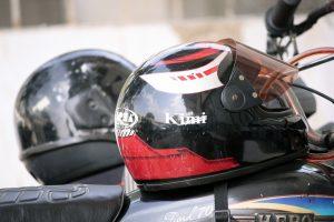 ヘルメット2つ