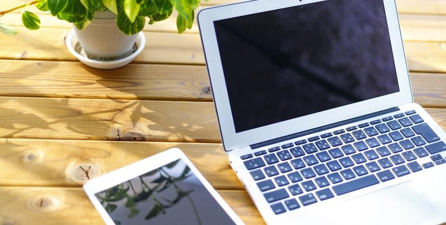 ノートパソコンとタブレット