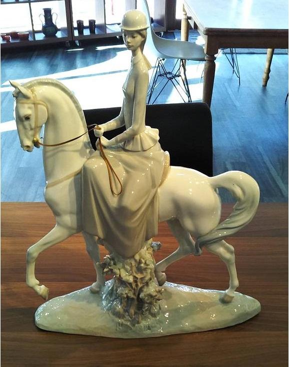 陶器人形 リヤドロ 白い馬の少女